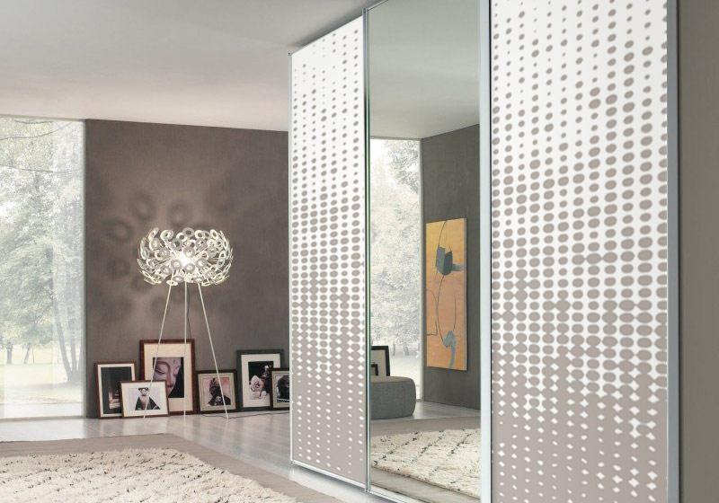 3 bonnes raisons de monter ses portes de placard soi m me. Black Bedroom Furniture Sets. Home Design Ideas